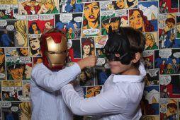 Imagen niñas Kids Party con fotomatón personalizado de comics de Flash Flash Box