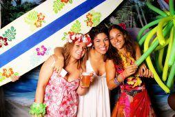 Imagen fiesta privada con fotomatón diseño hawaiano Flash Flash Box