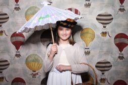 Imagen niña en una Kids Party con un fotomatón de Flash Flash Box
